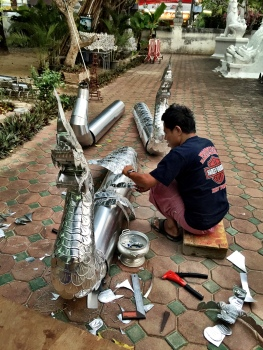 Making dragons at Wat Panwhaen